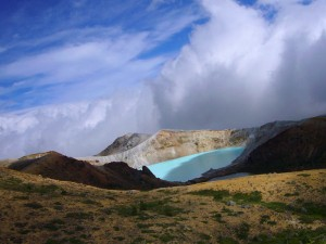Shirane-Sulphur-Lake-2